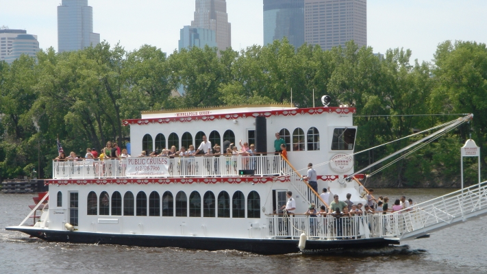 Magical Friday Night Dinner Cruise on the Mississippi River